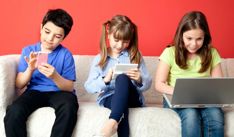 عصر دیجیتال؛ انسان منفعل/ کودکان سرگرم بازیهای کامپیوتری و در حسرت بازیهای سنتی